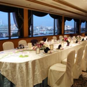 本館5階にあるバンケット「スターライト・ルーム」。親しい方々を招いた食事会を。